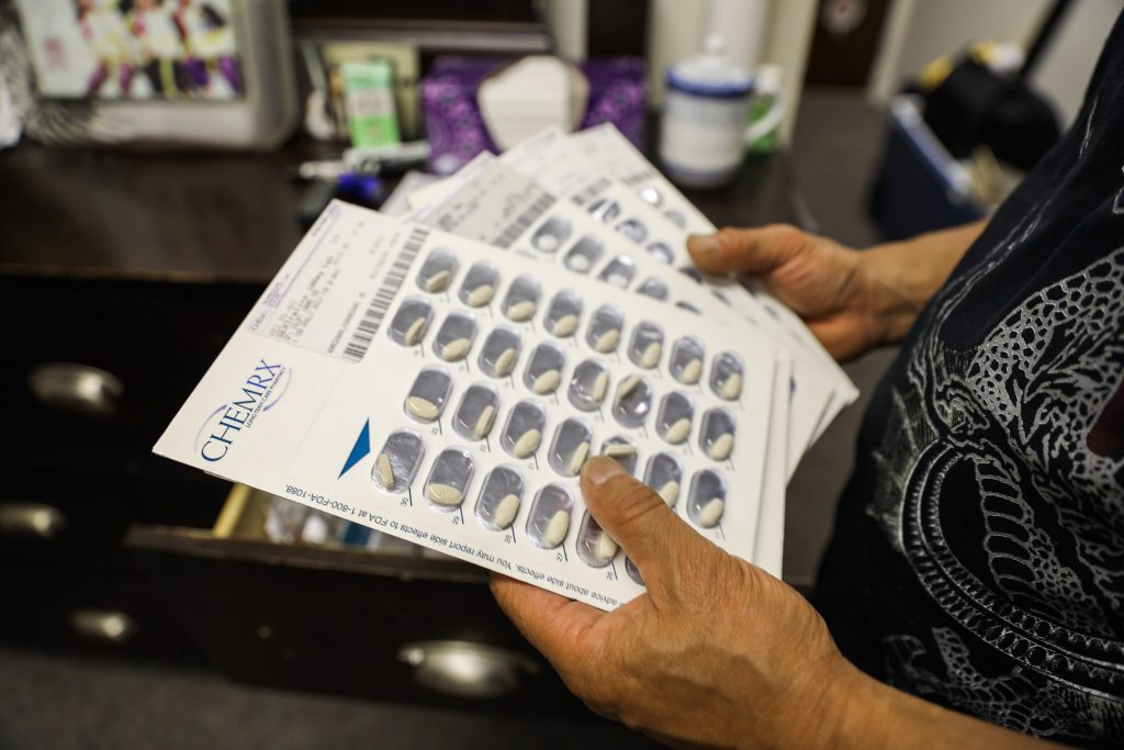A pair of hands holds Zoloft pills.